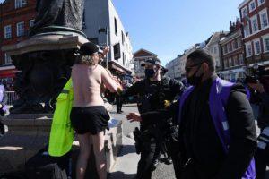 Prens Philip'in cenaze töreninde akılalmaz protesto