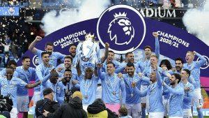 Manchester City şampiyonluk kupasını kaldırdı
