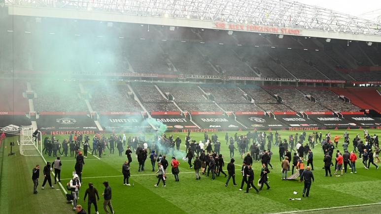 Manchester United-Liverpool maçı, protestolar nedeniyle ertelendi