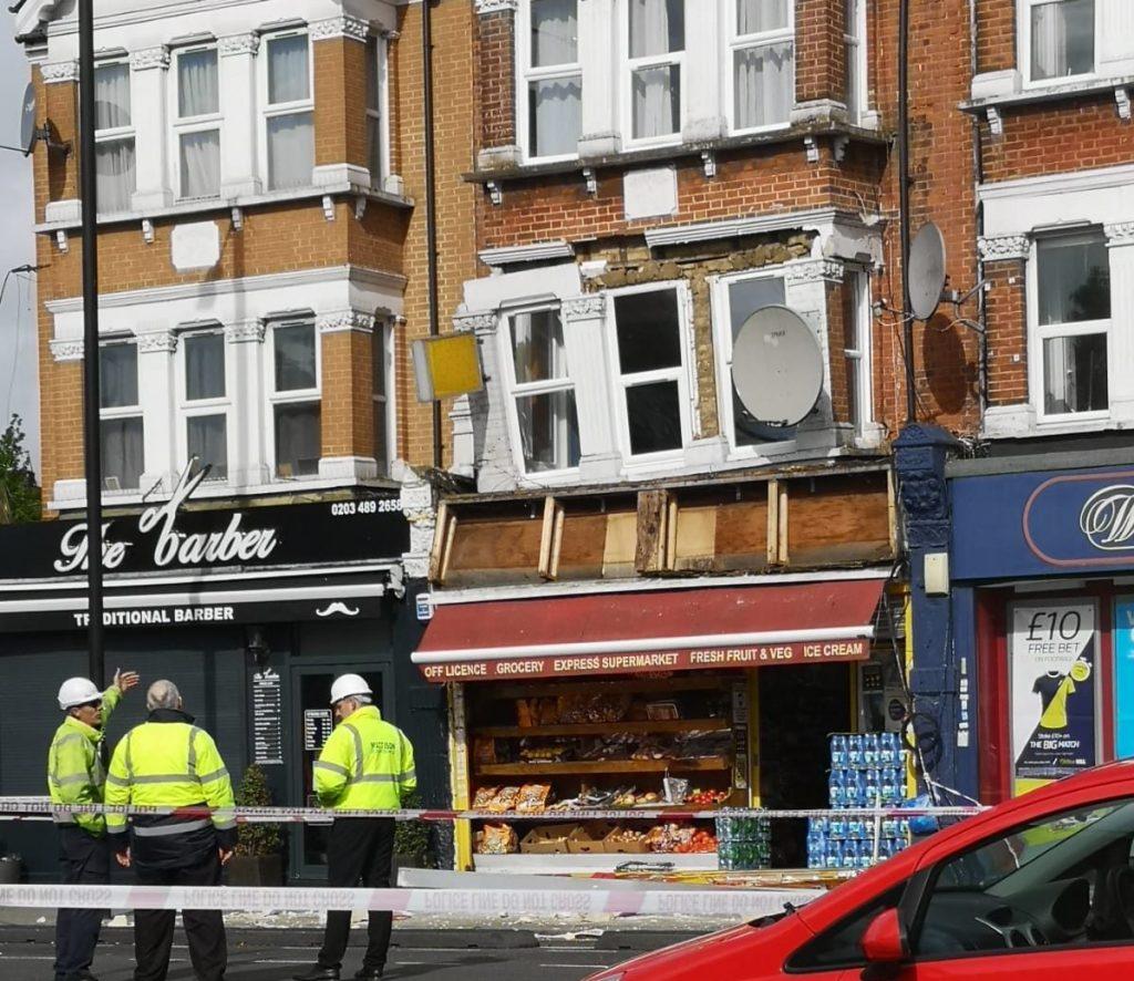 Binanın çökmesi üzeride Hertford Road kapandı