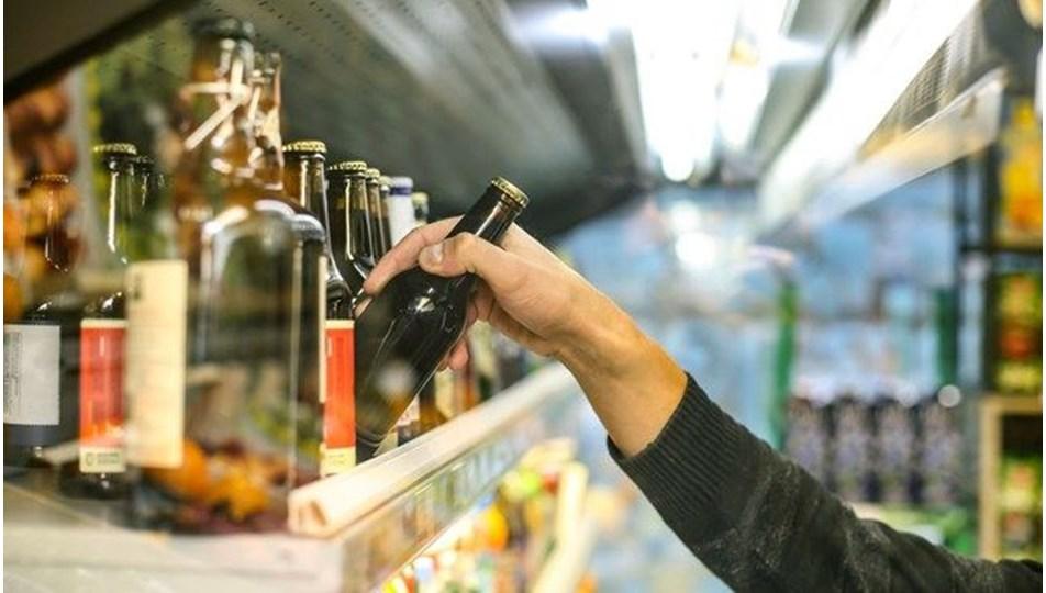 İngiltere'de karantina sırasında alkole bağlı ölümlerde rekor artış