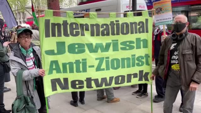 İngiltere'de Siyonizm karşıtı Yahudiler, İsrail'in Filistin'e yönelik saldırılarını protesto etti