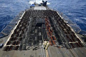 Gemi baskınında çok sayıda silah ve mühimmat ele geçirildi