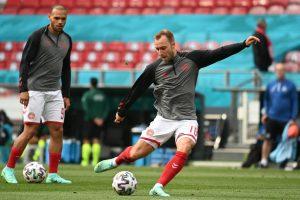 Danimarkalı futbolcu Christian Eriksen, EURO 2020'de Finlandiya ile oynanan maçta fenalaştı