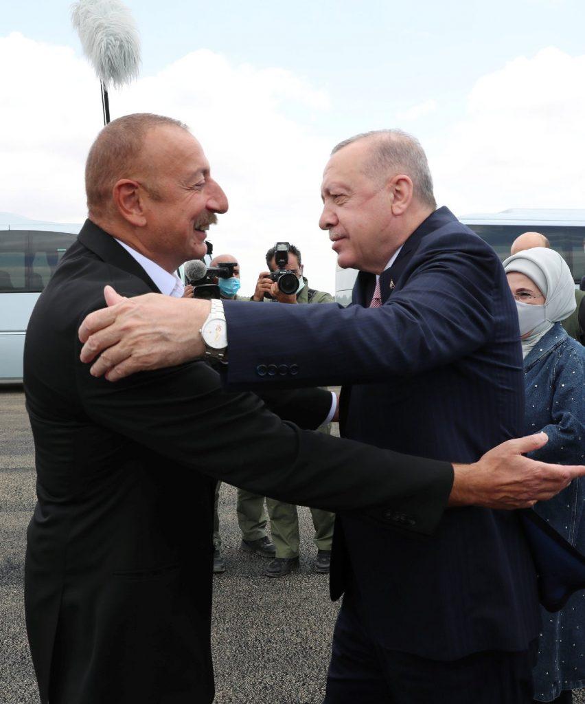 Erdoğan, Azerbaycan'da Aliyev'le bir araya geldi