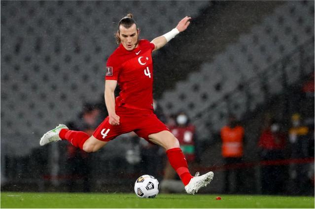 Çağlar Söyüncü: Guardian'a göre 'Türk futbolunu dönüştüren öncü defans oyuncusu'