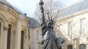 Fransa, ABD'ye Özgürlük Heykeli hediye etti