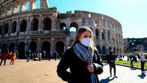 İtalya'da açık alanlarda maske zorunluluğu kaldırılacak