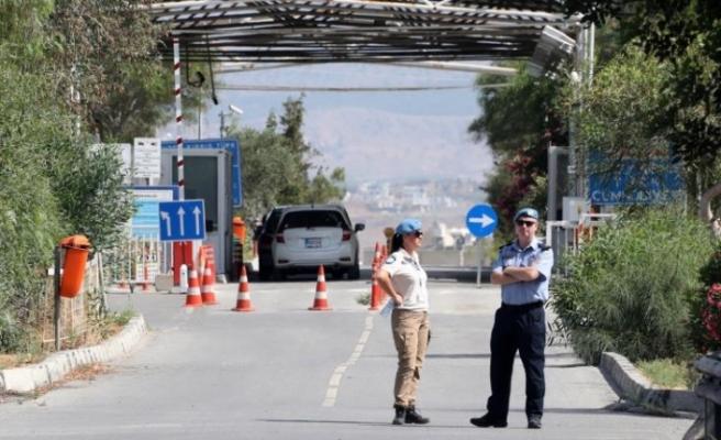 Kıbrıs: Geçişler için yazılı negatif test sonucu şartı