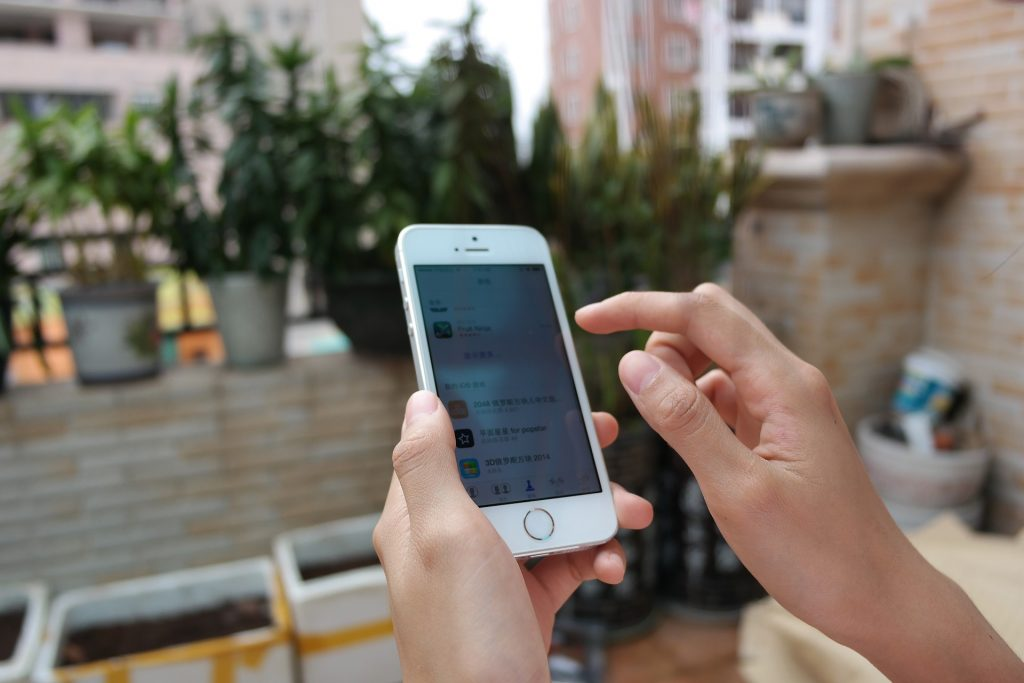 EE to reintroduce Europe roaming charges
