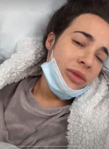 İngiliz oyuncu Stephanie Davis Covid-19'a yakalandı ağır semptomlar geçiriyor