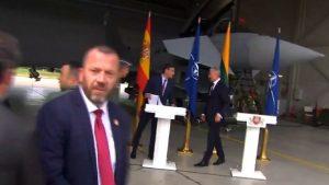 Kamera önünde savaş paniği: Başbakanın konuşması yarıda kaldı