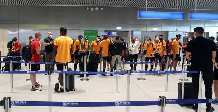 Atina'da PCR testi kabul edilmeyen Galatasaray Türkiye'ye geri döndü