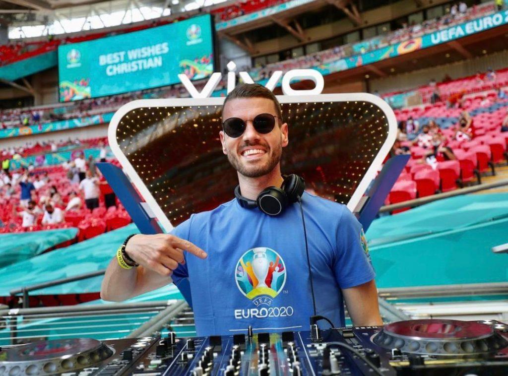 İngiltere milli takımın resmi DJ'yi Kıbrıslı Türk