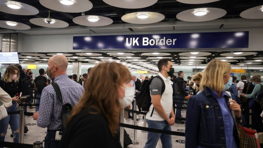 İngiltere'de 400 bin kişi tatile çıkıyor