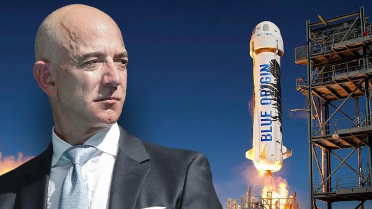 Milyarder Jeff Bezos ve ekibi uzay seyahatini tamamladı