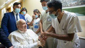 Papa birkaç gün daha hastanede kalacak