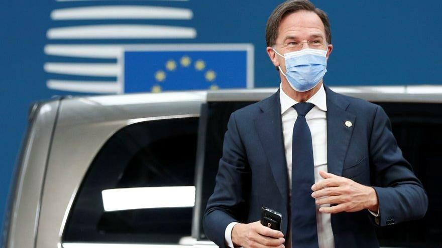 Hollanda başbakanını topa tuttular: Covid-19 yasaklarını erken kaldırdın