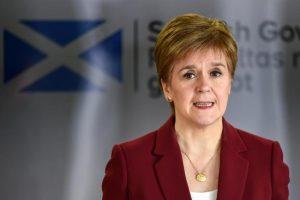Sturgeon, İskoçya'daki karantina kısıtlamalarının Pazartesi gününden itibaren hafifletileceğini söyledi