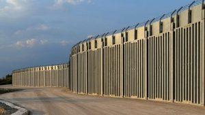 Yunanistan  Türkiye sınırına  40 km'lik duvar ördü.