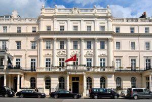 """T.C. Londra Büyükelçiliği: :Türkiye'nin 'kırmızı' listeden çıkmasını bekliyoruz"""""""