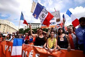 Fransa'da aşı kartı uygulamasına karşı binlerce kişi protesto düzenledi