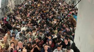 150 kişilik uçakta 640 Afgan