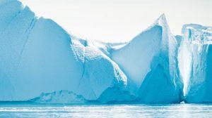 Grönland'daki buzulların zirvesine ilk kez birkaç saat boyunca yağmur yağdı