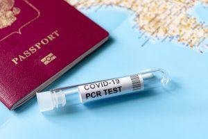 Hükümet, aşılı tatilciler için PCR testlerinden Ekim'e kadar iptal edecek