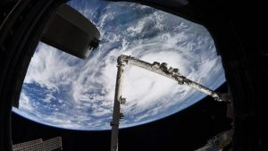 Elon Musk, uzay reklamcılığı işine giriyor