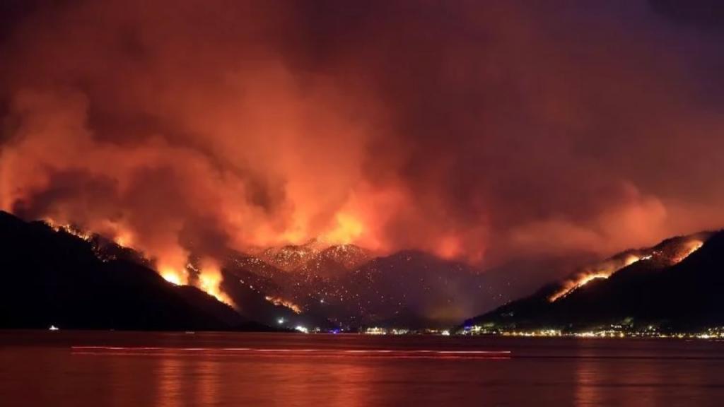 Türkiye, 6 gündür yangınlarla mücadele ediyor: 3 ildeki 7 yangın sürüyor, 32 ildeki 119 yangın kontrol altında