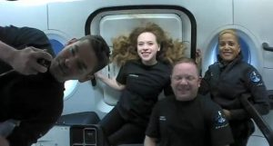 "SpaceX'in ""uzay turistlerinden"" ilk görseller"