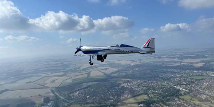 Rolls-Royce'nin elektrikli uçağı gökyüzü ile buluştu