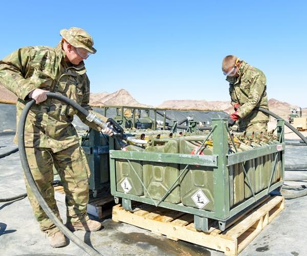 İngiliz ordusu akaryakıt dağıtımına yardım etmek için hazır bekletiliyor
