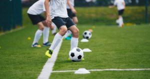 İngiltere'de maç esnasında yere yığılan 17 yaşındaki futbolcu hayatını kaybetti
