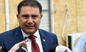 KKTC Başbakan'nın meslekten men edilmesi için imza kampanyası başlatıldı