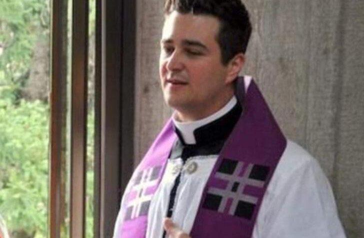 Seks partisine katılan rahip ülkeyi karıştırdı