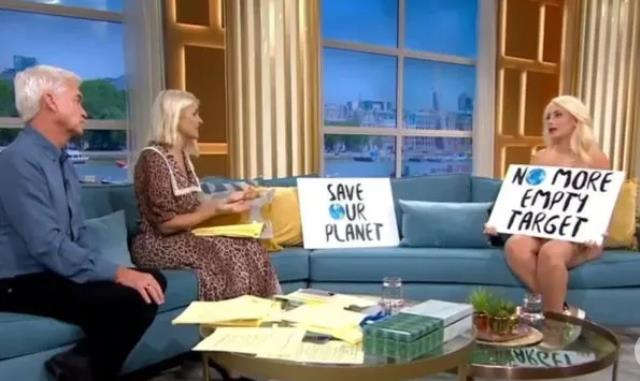İngiltere'de canlı yayına çıplak çıkan ünlü kadın aktivist, şaşkınlık yarattı