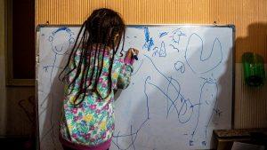 İran'da Covid nedeniyle binlerce çocuk yetim kaldı