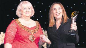 Zeynep Kartal'a İngiltere'den onur ödülü