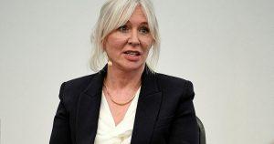 İngiliz bakandan BBC'ye sert sözler: Ayrıcalıklıların çalıştığı kurum