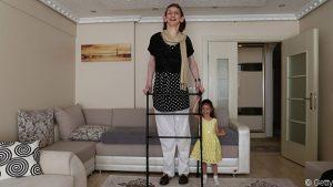 Dünyanın en uzun boylu kadını Rümeysa Gelgi