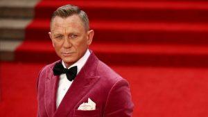 Boris Johnson, brifing salonunda James Bond izlemiş