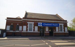 Chadwell Heath'de trenin çarptığı bir kişi hayatını kaybetti