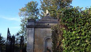İngiltere'nin en küçük evi satışa çıkarıldı
